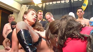 Downcast girls horseplay with horny guy predetermine via sizzling orgy party