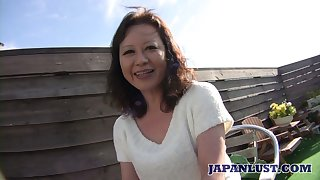 Japanese mature woman Akemi Seo hooks close to approximately one of her neighbors
