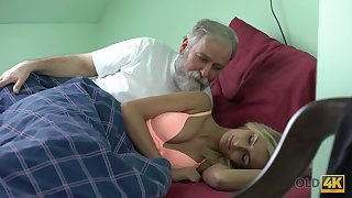 Aged gay blade licks coupled with fucks pussy of charming kept woman Jenny Smart