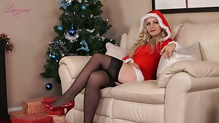 Oddball alone sweetie Cindy gets nude and enjoys solo on Xmas