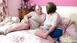 Amazingly mammal mature BBW seduces her friend into having sex with her