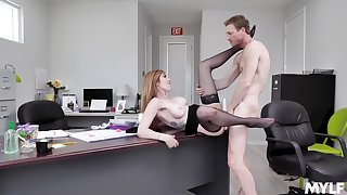 Ginger MILF Lauren Phillips gives up some pussy at be passed on office